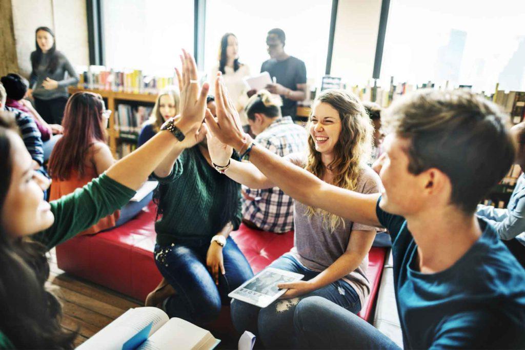 Nutze deine Chance, dich in entspannter Atmosphäre zu informieren, deine Bewerbungsunterlagen zu erstellen, noch schnell einen Ausbildungsplatz zu bekommen oder bereits für das nächste Jahr zu planen.
